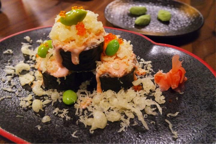 Volcano Maki - Wakame Udon with beef Yakiniku. Sayteed Beef with sauce and SPring Onions)